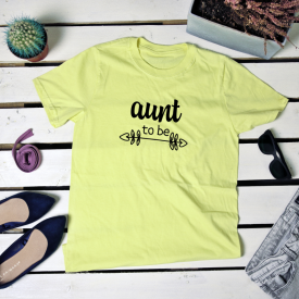 Aunt to be. t-shirt